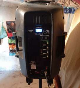 Vendo parlante de 8000 mil wts  incluido pedestal bluetooth luz led