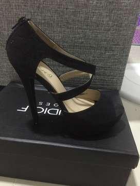 Zapato de tacon color negro