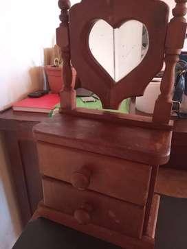 Mini tocador de madera