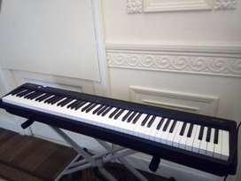 ¡Gran oportunidad! - ROLAND FP10 Stage Piano en su caja / Venta por viaje