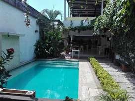 Casa tipo quinta con piscina y bbq. Muy acogedora y bien ubicada. Lugar perfecto para descansar. Oportunidad de negocio