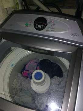 Vendo lavadora Mabe digital de 30 libras