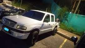 venta de camioneta Mazda B2200 Color Blanca