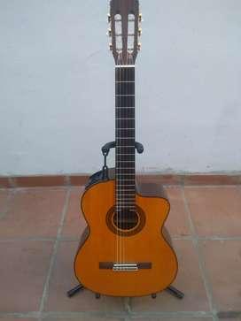 """Guitarra Electroacústica con cuerdas de nylon """"TAKAMINE"""""""