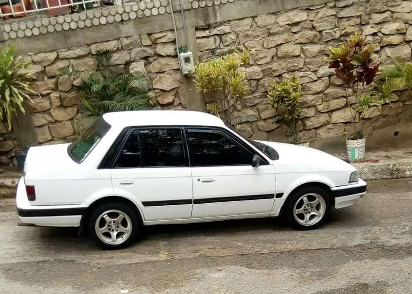 Mazda 323 modelo 1997. 0
