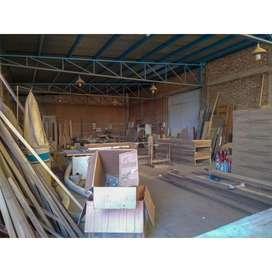 Galpón de 200 m2 con Terreno de 300 m2 en Alquiler