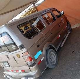 Vendo minivan de 10 pasajeros a 25 mil soles