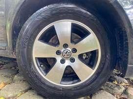 Vendo Rines Volkswaguen de Jetta Clásico, con llantas Goodyear con mes y medio de uso.