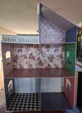 Casita de muñecas de madera de tres pisos varias habitaciones