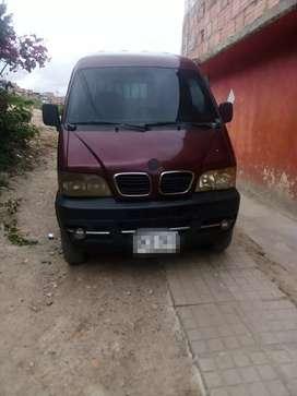 Se ofrece camioneta DFM hasta una tonelada con conductor para trabajar en Bogota