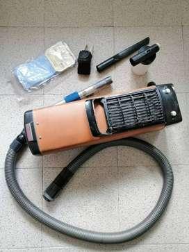Aspiradora Electrolux Z-102 en buen estado con bolsas originales de repuesto