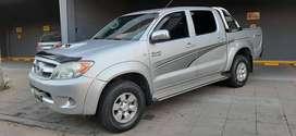 - Toyota Hilux SRV 3.0 Diésel 4x4- Modelo 2008 - Muy Buen Estado con 180.000km - Al día lista para transferir
