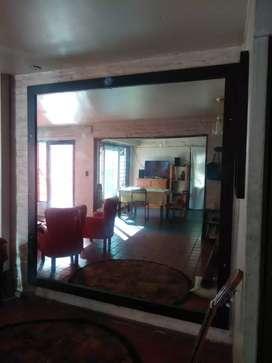 Espejo grande con marco usado