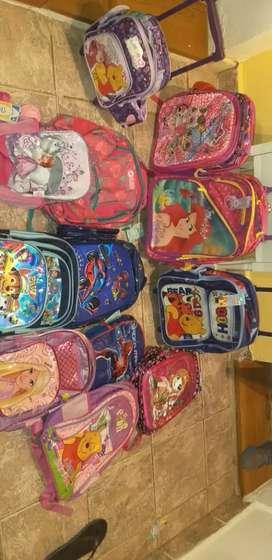 Vendo mochilas disney excelentes varios modelos buen precio excelentes
