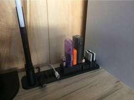Genial organizador de escritorios para pendrives y memorias. No pierdas mas nada con esta herramienta.