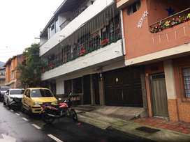 Venta casa envigado barrio mesa primer piso recibo vehículo modelo reciente