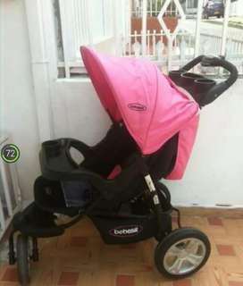Vendo coche rosado de  llantas gruesa   marca Bebesit