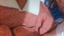 Conjunto pulover y pollera tejidos en lana