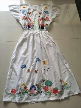 Vestido bordado a mano Talla 8