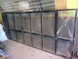 Vendo puerta de metal buenas condiciones