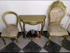 Vendo mesa y sillas para manicure