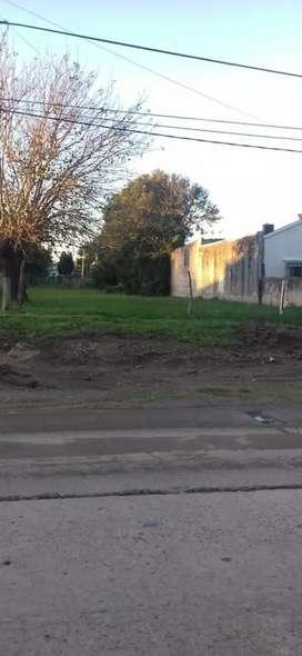 Vendo terreno sobre avenida Newbery