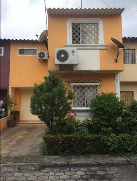 Casa en venta al norte de Guayaquil. Villa España