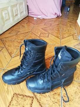 Vendo botas medio uso marca GAMOS talla 40