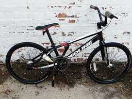 bicicleta de acrobacia bmx