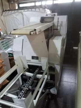 Trinchadora armadora de pan con cargador de bandejas
