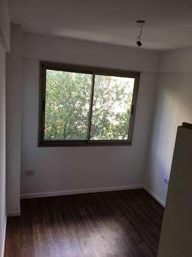 PARTICULAR ALQUILO depto 1 dormitorio zona 1 y 46 A estrenar Balcon a la calle 16.000 Expensas 2550 Garantia prop