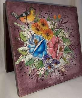 Cajas de madera y jarrones pintados