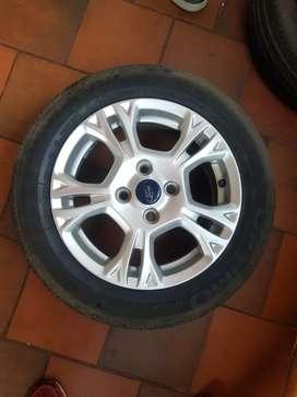 """4 Rines de 15"""" 4 huecos Ford Fiesta, sin llantas"""