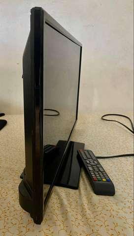 Tv ultra liviano Full hd, con tdt y control, negociable. muy poco uso. muy bonito 24 pulgadas Simp