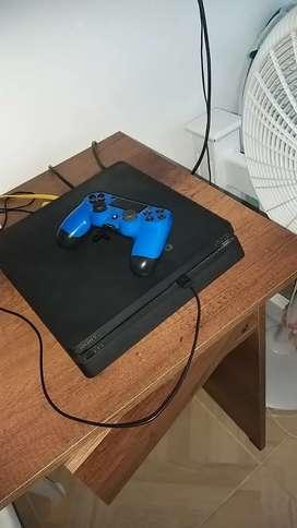 Play station 4 Slim + 1 control