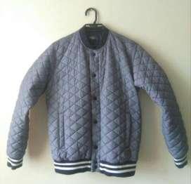 Vendo chaqueta bomber casi nueva talla s/m