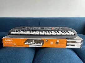 Organeta Casio SA77 con adaptador