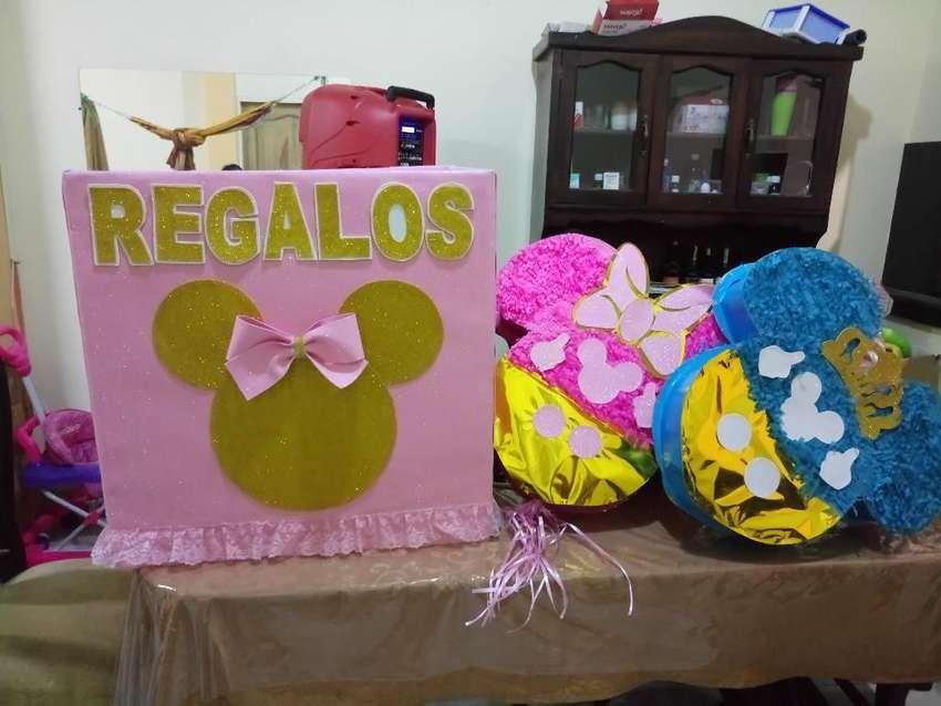 Vendo Piñatas Niño, Niña Y Caja de Regal 0