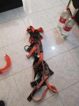 Vendo arnes de seguridad para trabajo en alturas