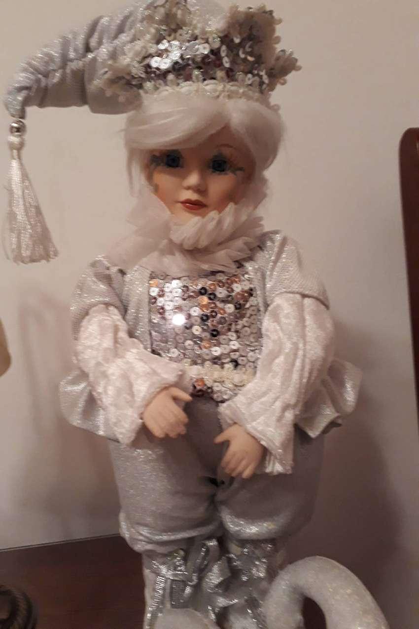 Muñeco hermoso de porcelana  arlequin musical con movimiento 0