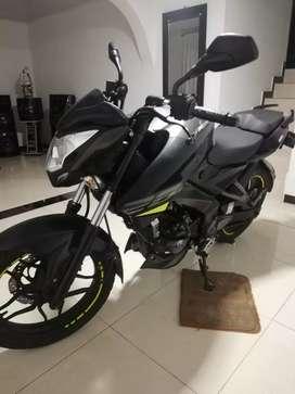 Se vende moto prácticamente nueva
