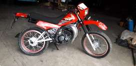 vendo moto Yamaha dt 125 en $1700 negociable