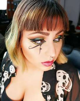 Me ofrezco como maquilladora profesional freelance