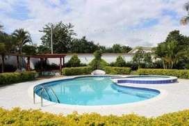 Casaquinta con piscina en chinauta
