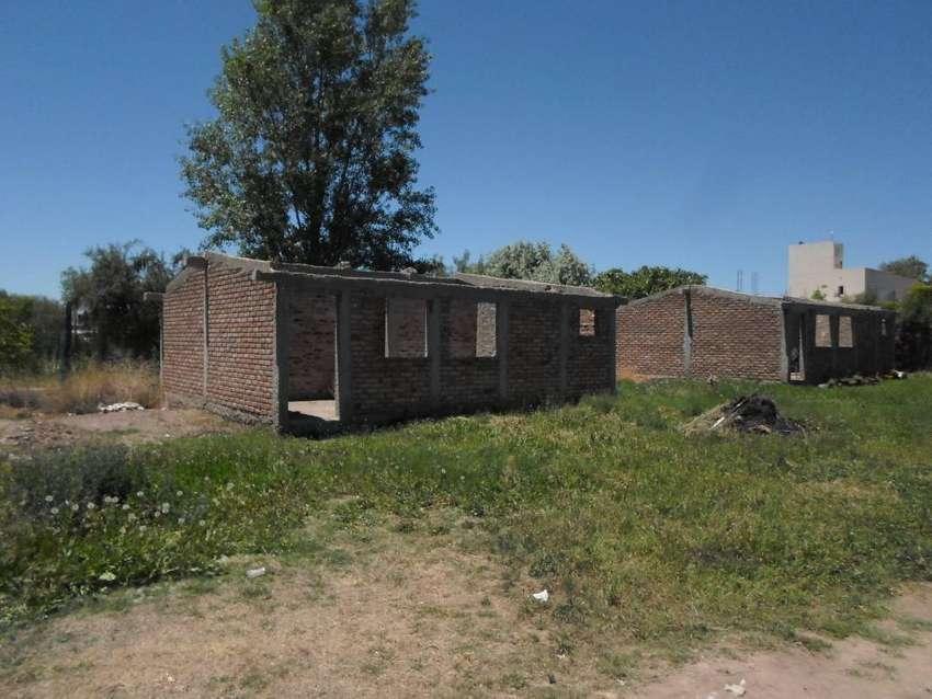 vendo lote 600 m/2  c/2 casas  en contruccion sobre ruta 60 lujan cuyo 0