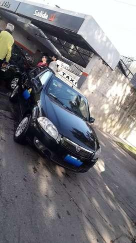 Taxi Fiat Siena 2014, laburando con Licencia Alquilada
