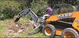Minicargadora con brazo excavador