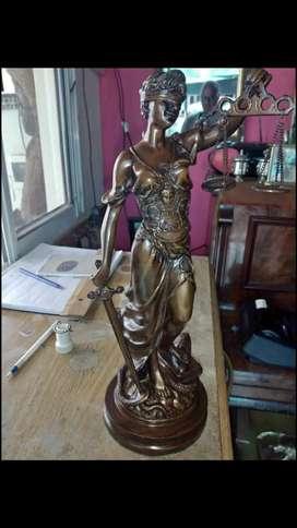Estatua de la Justicia de Petit bronce.