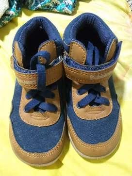 Zapatos e niño