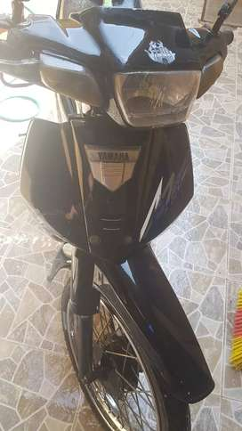 Se vende motoneta yamaha cripton esta caída dos años